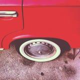 Vecchia automobile rossa Fotografie Stock Libere da Diritti