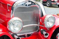 Vecchia automobile rossa d'annata Immagine Stock