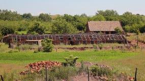Vecchia azienda agricola abbandonata Immagini Stock Libere da Diritti