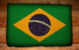 Vecchia bandierina brasiliana sul contesto di legno antico Fotografia Stock