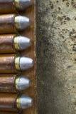Vecchia bandoliera di cuoio ad ovest con le pallottole del puledro 45 Fotografie Stock