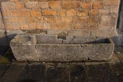 Vecchia bara o sarcofago di pietra Immagini Stock Libere da Diritti