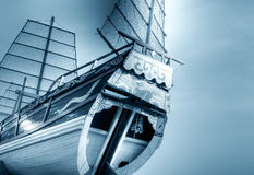 Vecchia barca cinese blu Immagini Stock
