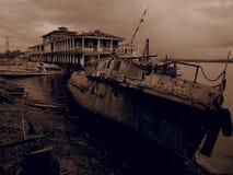 Vecchia barca di fiume arrugginita Filtro da seppia Immagini Stock