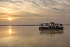 Vecchia barca di fiume - fiume di Irrawaddy - Myanmar Fotografia Stock Libera da Diritti
