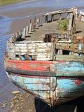 Vecchia barca di legno con la pittura della sbucciatura Immagini Stock