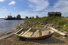 vecchia barca di legno sulla spiaggia, le vecchie navi nel Mare del Nord, il paesino di pescatori Immagini Stock