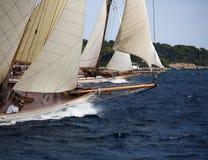 Vecchia barca di navigazione Immagini Stock