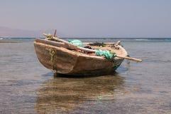 Vecchia barca in mare Immagine Stock Libera da Diritti