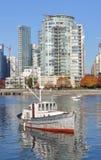 Vecchia barca nel ` s False Creek di Vancouver Immagine Stock