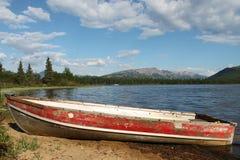 Vecchia barca a remi rossa Fotografie Stock
