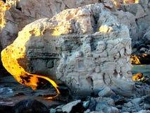 Vecchia barca in rocce Fotografie Stock Libere da Diritti
