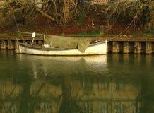 Vecchia barca sola Fotografie Stock Libere da Diritti