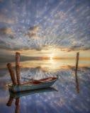 Vecchia barca sola in lago. Fotografia Stock