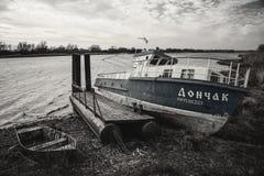 Vecchia barca in Starocherkask Immagini Stock