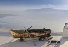 Vecchia barca su un tetto Fotografia Stock Libera da Diritti