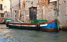 Vecchia barca veneziana Immagini Stock