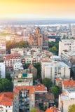 Vecchia Belgrado con la chiesa del ` s di St Mark nei precedenti fotografia stock