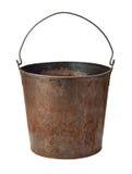 Vecchia benna arrugginita isolata con il percorso di residuo della potatura meccanica Fotografie Stock Libere da Diritti