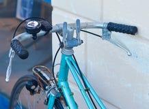 Vecchia bicicletta arrugginita Fotografia Stock