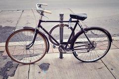 Vecchia bicicletta d'annata Immagini Stock Libere da Diritti