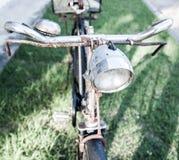 Vecchia bicicletta d'annata della ruggine Fotografie Stock Libere da Diritti