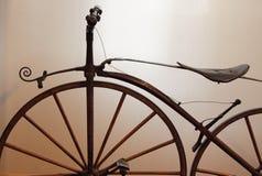 Vecchia bicicletta di periodi Immagini Stock Libere da Diritti