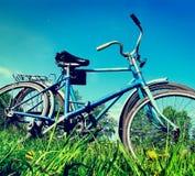 Vecchia bicicletta due immagine stock