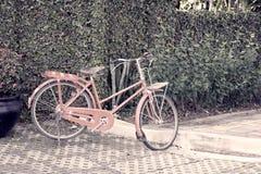Vecchia bicicletta rossa Fotografia Stock Libera da Diritti