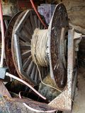 Vecchia bobina elettrica del cavo immagine stock libera da diritti