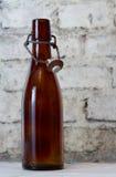 Vecchia bottiglia e un vetro Fotografia Stock