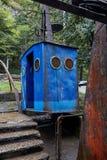 Vecchia cabina di funivia arrugginita in chiatura, Georgia immagine stock libera da diritti