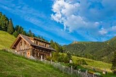 Vecchia cabina di legno della capanna Immagine Stock