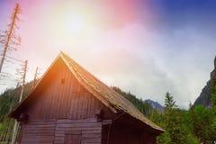 vecchia cabina di legno della capanna in montagna Fotografia Stock Libera da Diritti