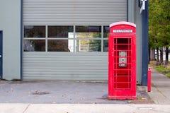 Vecchia cabina di telefono Immagini Stock