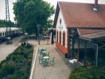 Vecchia caffetteria su una stazione ferroviaria fotografia stock