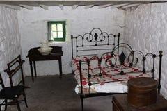 Vecchia camera da letto irlandese immagine stock