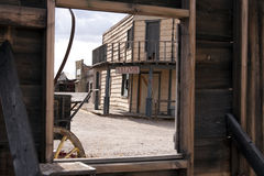 Vecchia camera di albergo ad ovest della città con una vista Fotografie Stock Libere da Diritti