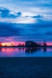 Vecchia capanna del pescatore nel tempo crepuscolare immagine stock libera da diritti