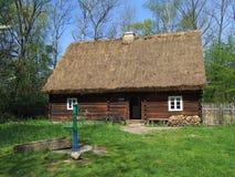 Vecchia capanna di legno in villaggio Fotografia Stock Libera da Diritti