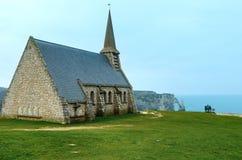 Vecchia cappella in Etretat, Normandia, Francia Fotografia Stock