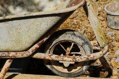 Vecchia carriola Fotografia Stock Libera da Diritti