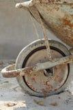 Vecchia carriola di ruota Fotografia Stock Libera da Diritti
