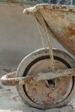 Vecchia carriola di ruota - ritratto Immagini Stock