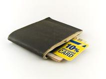 Vecchia carta di credito di sconto e del carnet di assegni sulla B bianca immagine stock