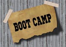 Vecchia carta marrone con il testo di BOOT CAMP su fondo di legno Fotografia Stock