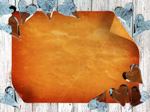 Vecchia carta su fondo di legno con i cuori di vetro blu Fotografie Stock
