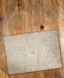 Vecchia carta sul bordo anziano Immagini Stock