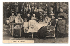 Vecchia cartolina con il ritratto della famiglia di L.N.Tolstoy Immagine Stock
