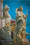 Vecchia cartolina con la statua della trinità santa e della cupola tedesca Timisoara Fotografia Stock